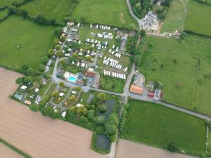 Een luchtfoto van Camping Le Picard