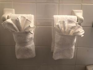 A bathroom at Beach Place Hotel