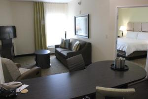 A seating area at Candlewood Suites Valdosta Mall, an IHG Hotel