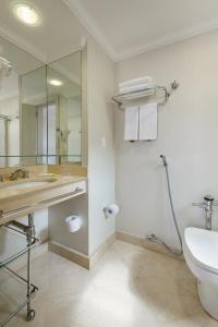 A bathroom at Pergamon SP Frei Caneca by Accor
