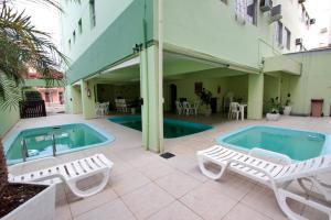 Бассейн в Ilha Sol Praia Hotel или поблизости