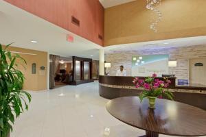 The lobby or reception area at Armoni Inn & Suites