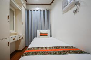 A bed or beds in a room at Sur Beach Resort Boracay