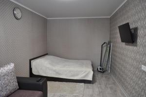 Кровать или кровати в номере 1-к квартира на Поспелова, 15