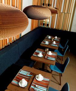 A restaurant or other place to eat at Holiday Inn Express Toulouse Airport, an IHG Hotel