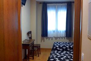 Cama o camas de una habitación en Hostal La Perdiz