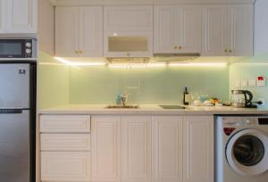 A kitchen or kitchenette at Star Beach Panorama