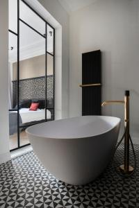 A bathroom at Lit d'Art Exclusive Boutique Hotel