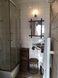 A bathroom at Les chambres du Chat Perché
