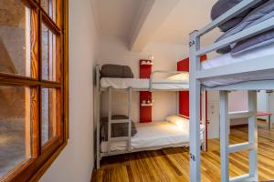 A bunk bed or bunk beds in a room at Albergue Mirador de Pedrouzo