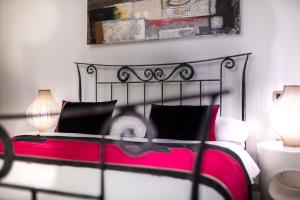 A bed or beds in a room at Hotel Heritage Forza