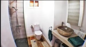 Salle de bains dans l'établissement Atico Triana