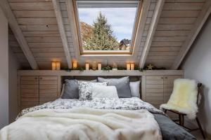 A bed or beds in a room at Baqueira-Beret ERA CABANA, Salardu+Parking Val de Ruda