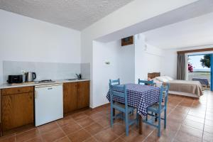 A kitchen or kitchenette at Olympia Mare
