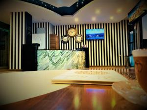 The lobby or reception area at Express İnci Airport Hotel