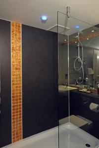 A bathroom at Lea Marston Hotel