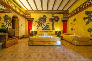 Кровать или кровати в номере Roman Boutique Hotel