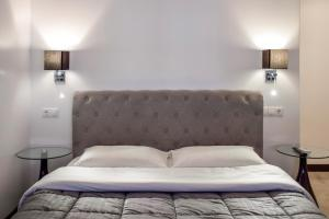A bed or beds in a room at Alter Athens