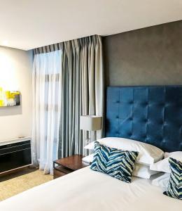 A bed or beds in a room at Premier Splendid Inn Bloemfontein