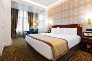Cama o camas de una habitación en Eurostars Gran Hotel La Toja
