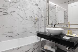 Un baño de Eurostars Gran Hotel La Toja