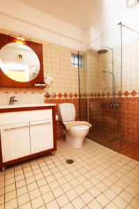 A bathroom at Hotel Grand Nefeli