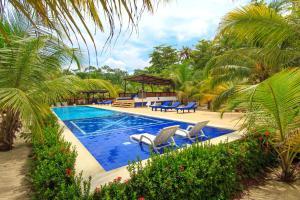 The swimming pool at or near La Mar de Bien