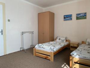 A bed or beds in a room at Turistická ubytovňa SHB ,Štrbské Pleso - Vysoké Tatry