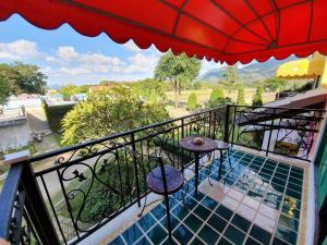 A balcony or terrace at Baan Kung Kang De Pai