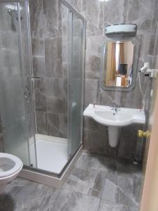 A bathroom at OTEL AMİLLER