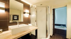 A bathroom at Hotel Chateau Bromont