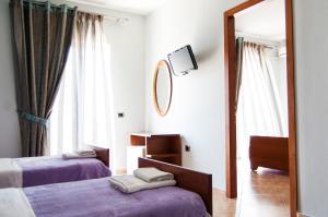 Кровать или кровати в номере Dhima Hotel