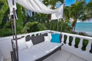 Un balcón o terraza de Antigua Village Beach Resort