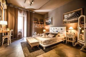 A bed or beds in a room at Vinto House Salerno Downtown