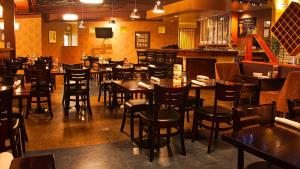 A restaurant or other place to eat at Holiday Inn Canmore, an IHG Hotel