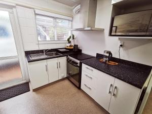 A kitchen or kitchenette at Lush & Co Auckland Bed & Breakfast