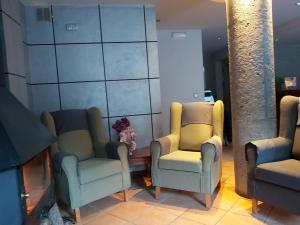 A seating area at Hotel Montané