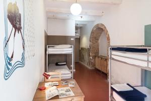 A bunk bed or bunk beds in a room at Hostel Vertigo Vieux-Port