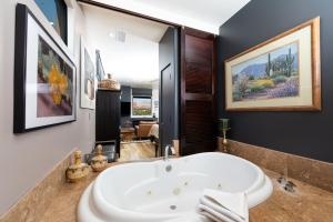 A bathroom at A Sunset Chateau