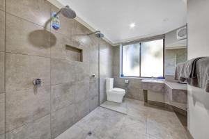 A bathroom at Central Deborah Motel