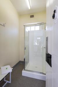 A bathroom at Fremantle Prison YHA