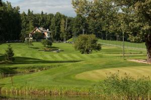 Golfa iespējas brīvdienu parkā vai tuvumā