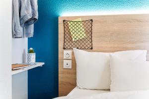 A bathroom at hotelF1 Villeneuve Loubet