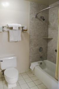 A bathroom at Hawthorne's Best Inn