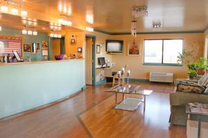 The lobby or reception area at Hawthorne's Best Inn