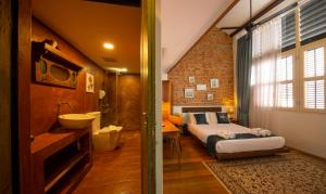 A bathroom at Sweet Cili Boutique Hotel
