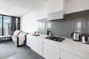 A kitchen or kitchenette at Chic 2-Bedroom Apartment High Above The City