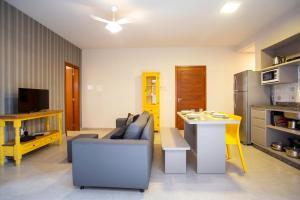 Uma área de estar em Barra Holiday Apartamentos
