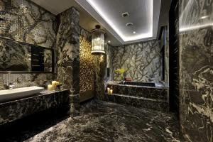 A bathroom at Taichung Ease Motel