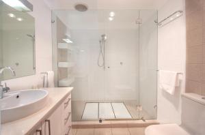 A bathroom at Semaphore Blue Apartments